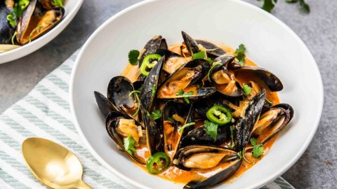 Keto Mussels with Thai Coconut Curry Recipe